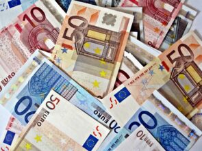 banknotes of 50-20-10 euros